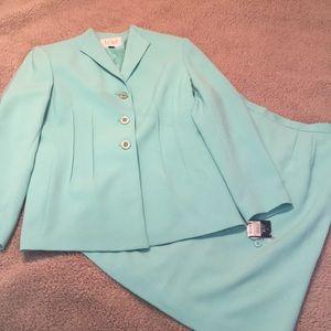 Le Suit 2 pc Career Skirt Set Sz 10P NWT